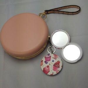 Cupcake keychain mirror